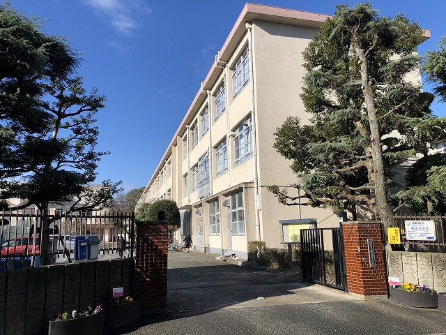 警固中学校(220m)徒歩3分