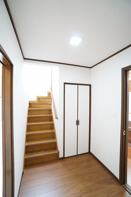 階段前収納