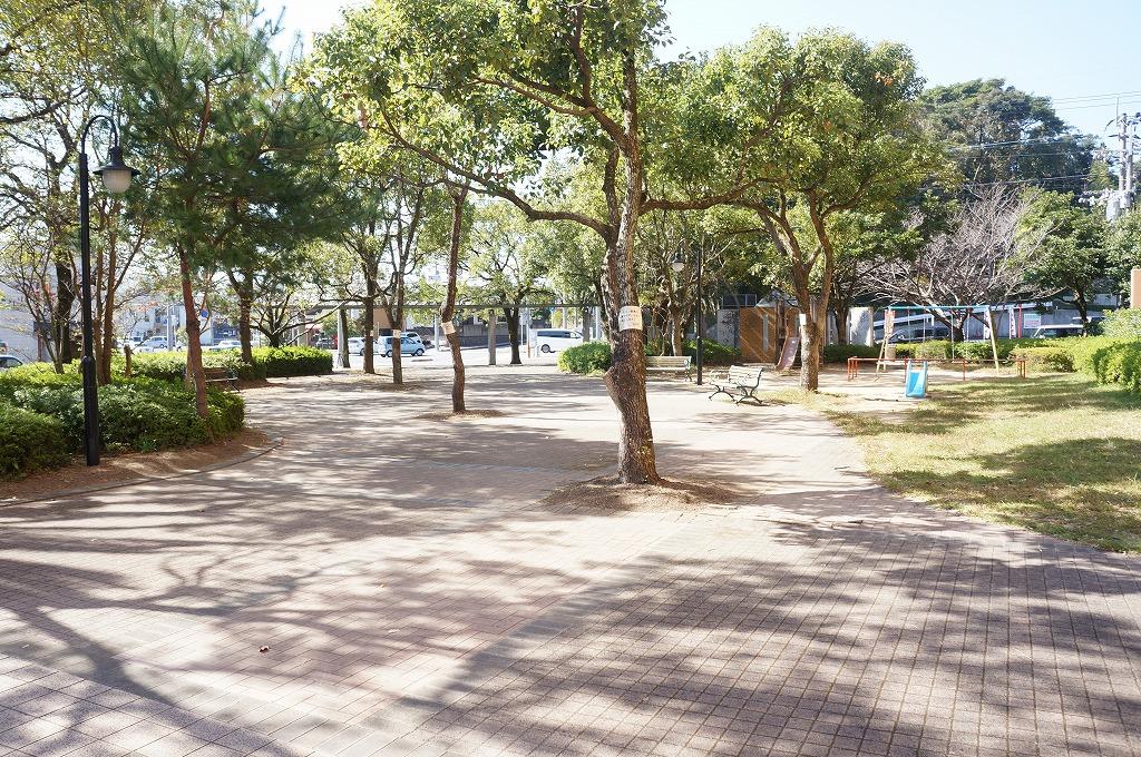 エントランス前 敷地内公園
