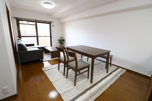 リビング:展示用家具を置いてみました♪