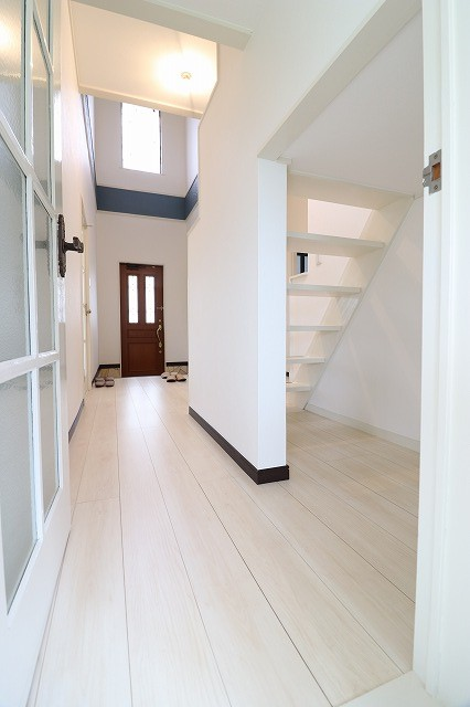 1階廊下・階段下
