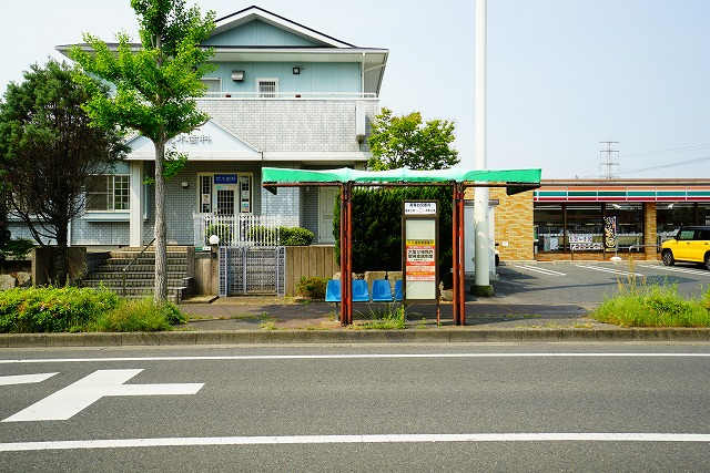 青葉台交差点 バス停・・・180m