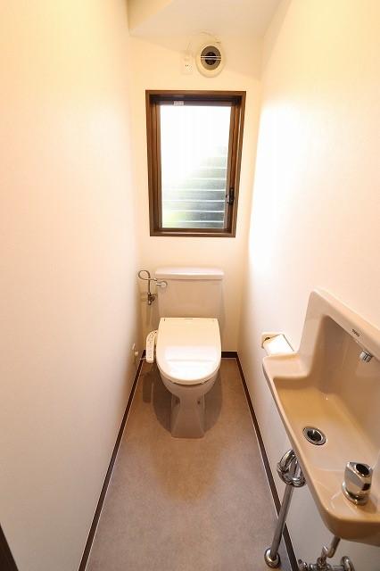 1階トイレ【2階にもあります♪】