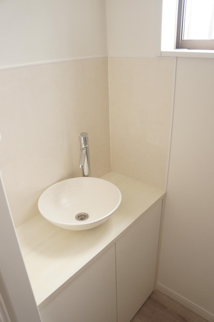 【1階トイレ洗面台】