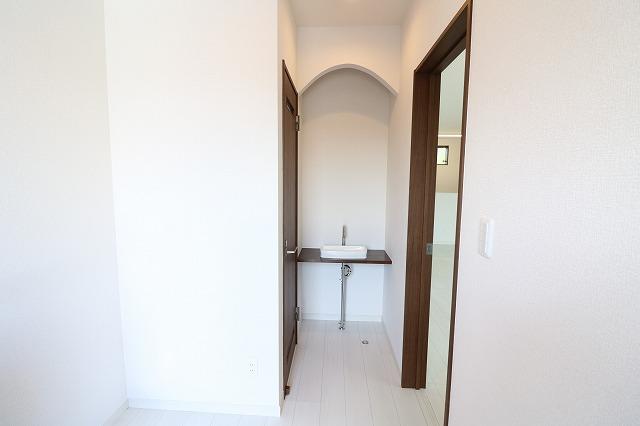 【1階トイレ横洗面】