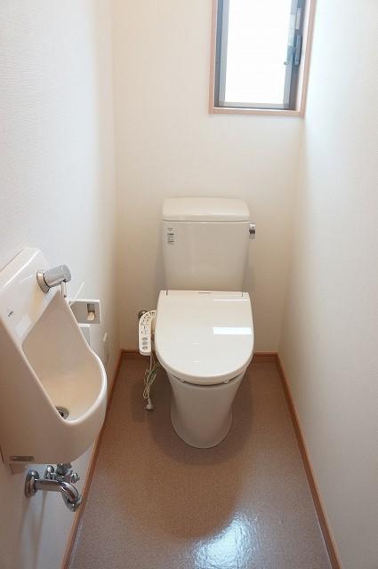 1階トイレは丸ごと新品です
